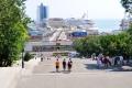 Odessa: Potemkinische Treppe mit Hafenterminal und AIDAaura