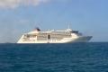 MS Europa 2 vor Sandy Ground Village