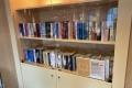 Schiffsrundgang: Bücherschrank