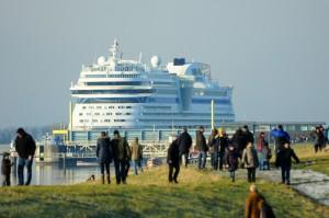 AIDAstella auf der Ems · © AIDA Cruises