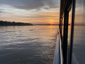 Sonnenaufgang auf dem Rhein